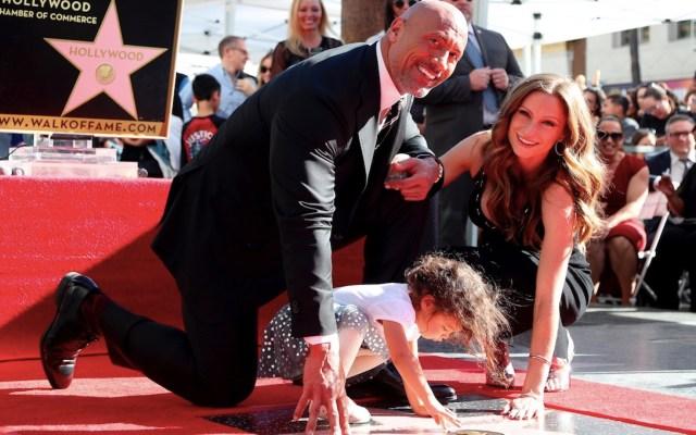 #Video 'La Roca' revela que él y su familia dieron positivo por COVID-19 - Foto de EFE