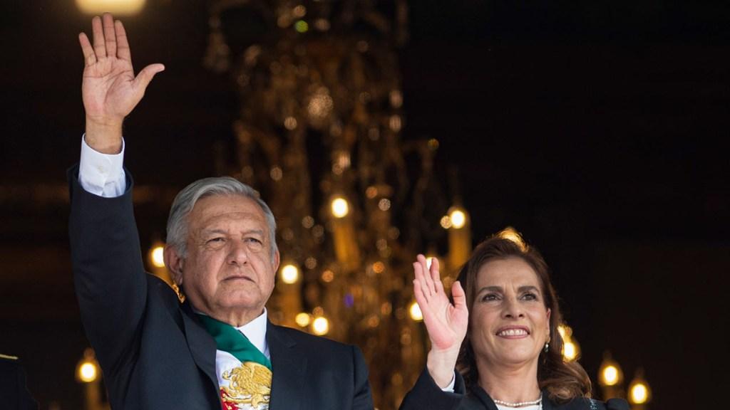 Otorga IMPI a López Obrador y Gutiérrez Müller registro de sus nombres como marcas - López Obrador y Beatriz Gutiérrez durante representación por el 109 aniversario de la Revolución Mexicana. Foto de lopezobrador.org.mx