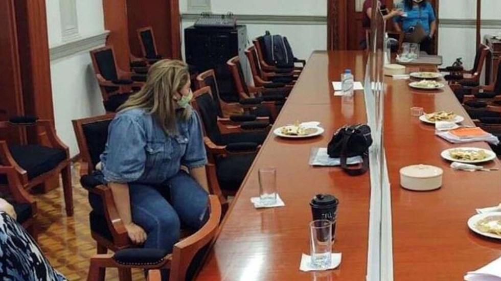 Por exigencia de justicia, madre de víctima de abuso sexual se amarra a silla en la CNDH - Marcela Alemán, madre de niña víctima de abuso sexual que se amarró a una silla dentro de la CNDH. Foto Especial