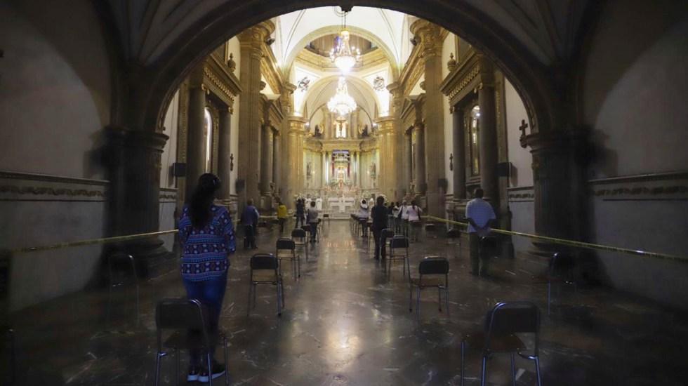 Suman 77 sacerdotes muertos por COVID-19 en México - Misa con sana distancia en la Basílica de Nuestra de Señora de Zapopan. Foto de @IglesiaMexico