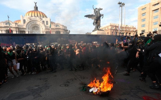 """AMLO acusa infiltrados en el movimiento feminista; """"hay mucha gente molesta"""" por cambios en México, dijo - Foto de EFE"""