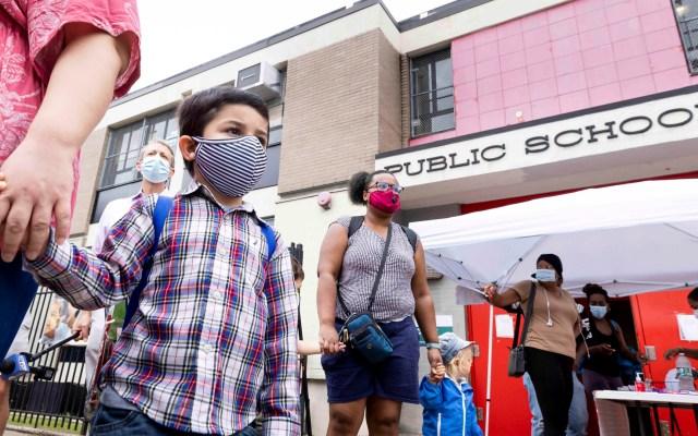 Más de medio millón de niños se ha contagiado de COVID-19 en EE.UU. - Niños asisten a clases en EE.UU. en medio de la pandemia de COVID-19. Foto de EFE