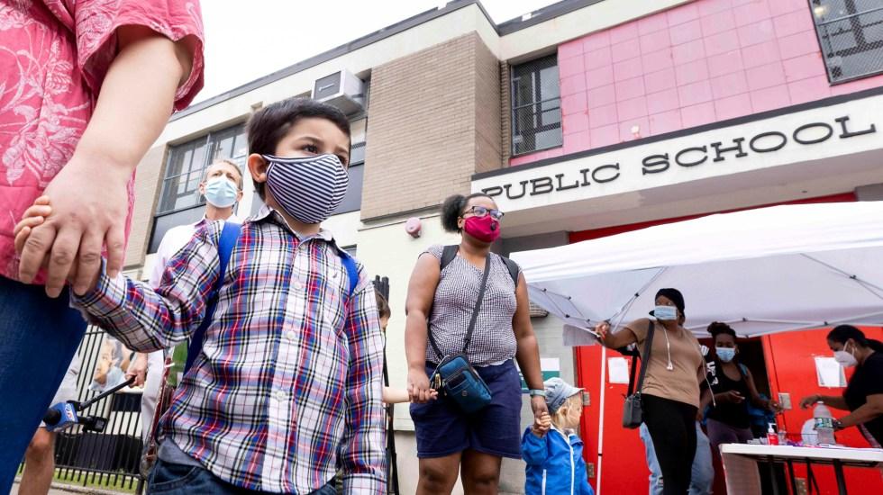 Cerrarán escuelas en la ciudad de Nueva York por COVID-19 - Niños asisten a clases en EE.UU. en medio de la pandemia de COVID-19. Foto de EFE