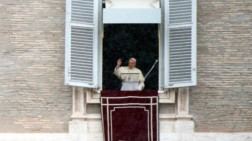 Papa Francisco recuerda a migrantes obligados a huir como Jesús - Papa Francisco durante rezo del ángelus. Foto de EFE
