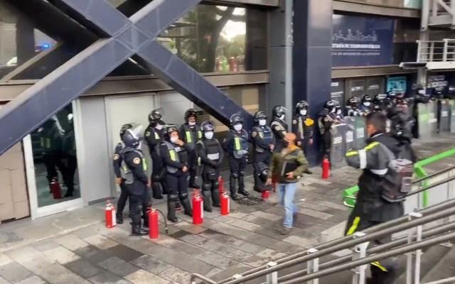 #Video Blindan la SSC capitalina ante posible manifestación de feministas - Policías en la SSC CDMX. Captura de pantalla