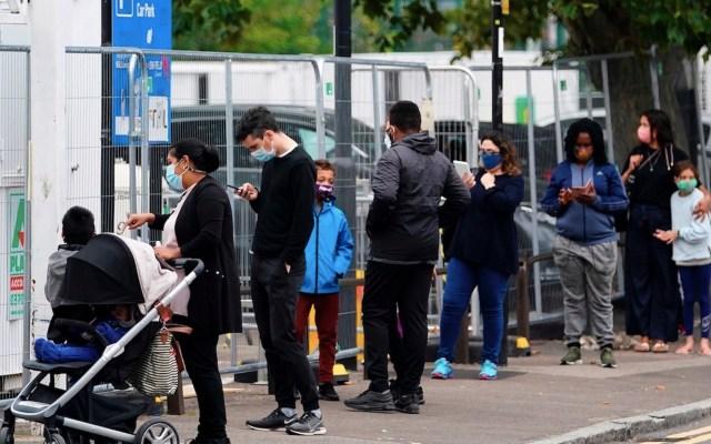 Reino Unido podría llegar a 50 mil casos nuevos de COVID-19 y más 200 muertes por día, alertan expertos - Foto de EFE