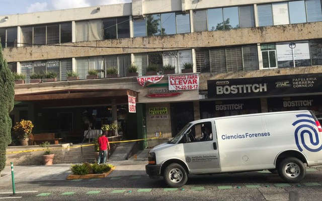 Vinculan a proceso a presuntos agresores de regidor de Tlaquepaque - Restaurante en el que fue baleado el regidor Alberto Alfaro García. Foto de @DiegoGarciaH