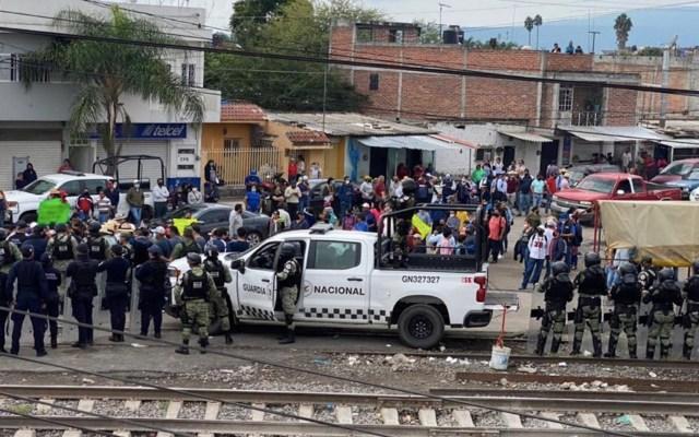 #Video Dos policías lesionados tras enfrentamiento por bloqueo de vías en Caltzontzin, Michoacán - Foto de SSP Michoacán