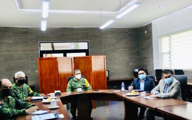 """Mantienen fuerzas federales atención a seguridad en Chihuahua """"al margen de coyunturas políticas"""" - Reunión de las fuerzas federales sobre seguridad en Chihuahua. Foto de @AlfonsoDurazo"""