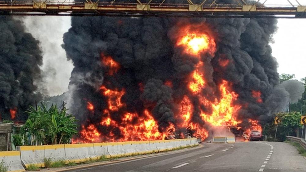 Explosión de pipa en Paraíso, Tabasco, deja cuatro muertos - Foto de @adan_augusto