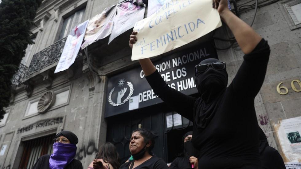 GIN Group separa de su cargo a Beatriz Gasca, señalada por Sheinbaum de financiar toma de la CNDH - Familiares de víctimas de desaparición tomaron las oficinas de la CNDH en la Ciudad de México. Aseguraron que no se moverán de ahí hasta que las autoridades atiendan sus peticiones de justicia.Foto de EFE