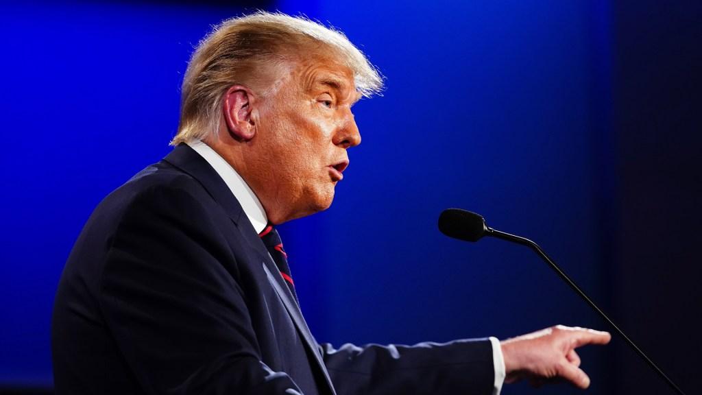 """""""Ganó a los ojos de las Fake News""""; Donald Trump afirma por primera vez triunfo de Biden, pero acusa que fue por fraude - Donald Trump durante primer debate presidencial. Foto de EFE"""