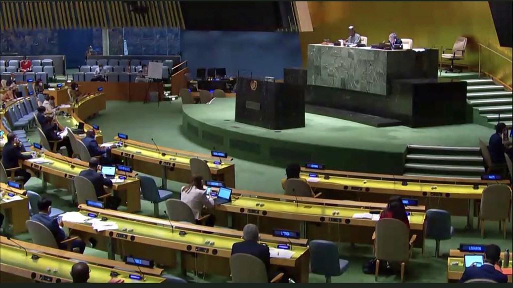 Adopta ONU respuesta coordinada frente al COVID-19; México reitera necesidad de multilateralismo eficaz - Votación en la Asamblea General de la ONU sobre la 'Respuesta integral y coordinada a la pandemia de COVID-19'. Foto de @MexOnu