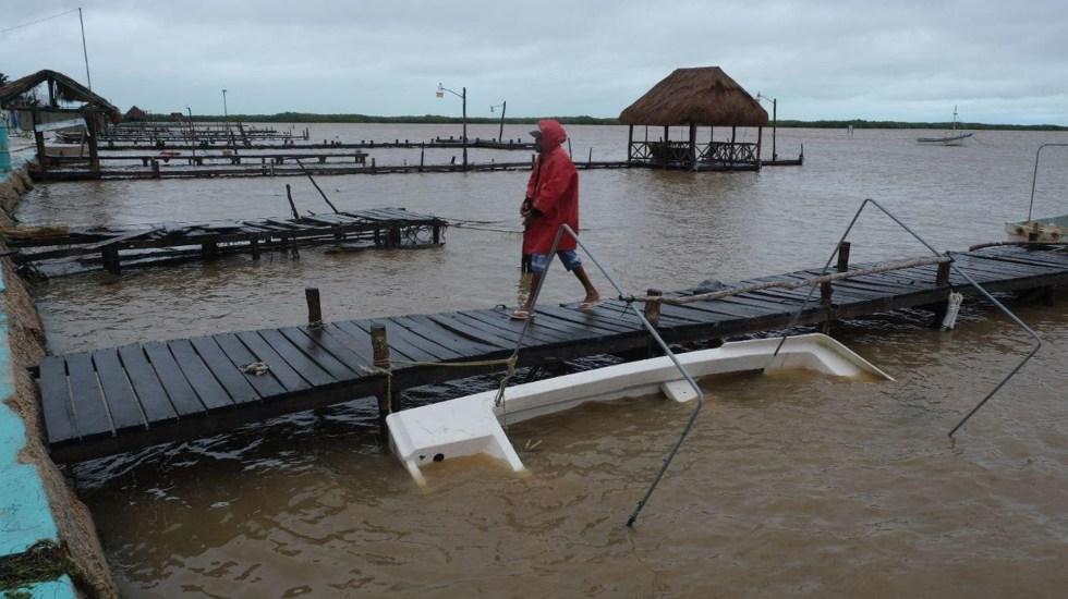 Huracán Delta continúa avance hacia EE.UU.; podría retomar categoría 4 - Afectaciones de Delta en muelle de Tizimin, Yucatán. Foto de EFE