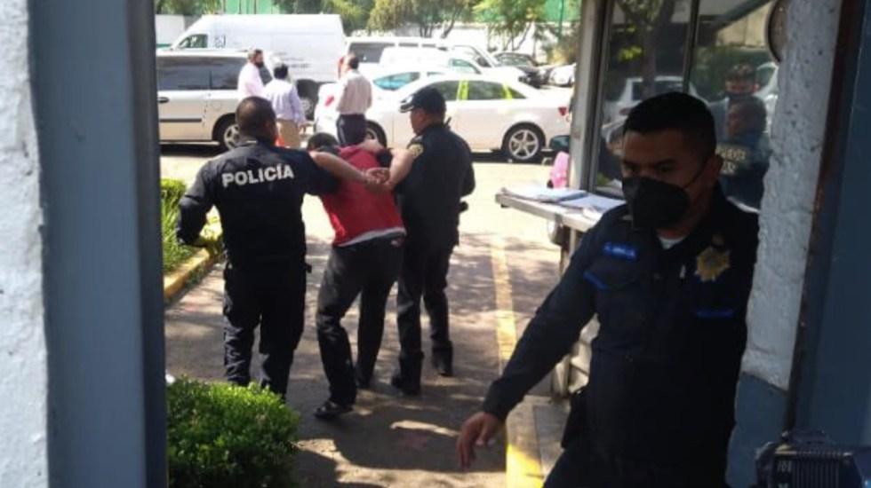 Ataque contra vehículo en el Centro Histórico de la Ciudad de México deja un muerto; detienen a presunto agresor - Foto de @EstefanoEsau