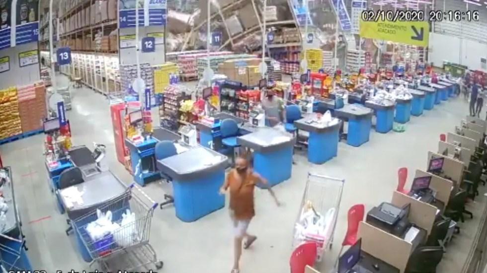 Un muerto y ocho heridos por caída de anaqueles en supermercado en Brasil - Foto de captura de pantalla