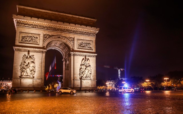 Macron anunciará nuevas medidas contra COVID-19 en Francia; no se descarta un nuevo confinamiento - Foto de EFE