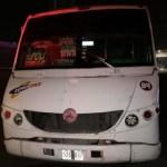 Sujetos intentan asaltar camión en Edomex; pasajeros los matan y tiran a la carretera