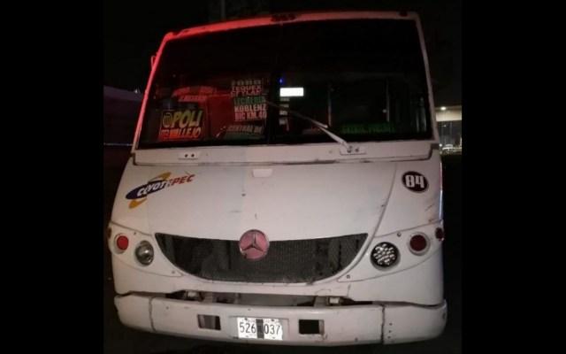 Sujetos intentan asaltar camión en Edomex; pasajeros los matan y tiran a la carretera - Asalto México-Querétaro Edomex 2