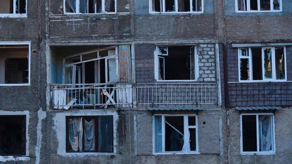 Azerbaiyán ataca con cohetes la capital de Nagorno Karabaj - Foto de EFE