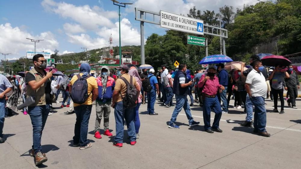 Bloquea CETEG la Autopista del Sol en Chilpancingo - Foto de @GuerreroNotici1