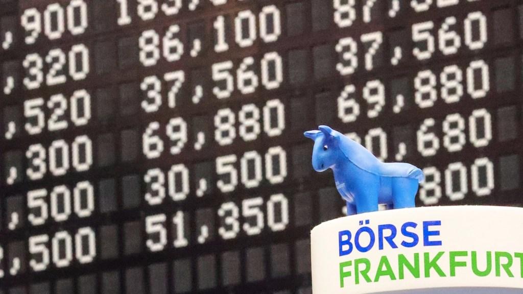 Mercados abren a la baja tras anuncio de positivo a COVID-19 de Donald y Melania Trump - Foto de EFE