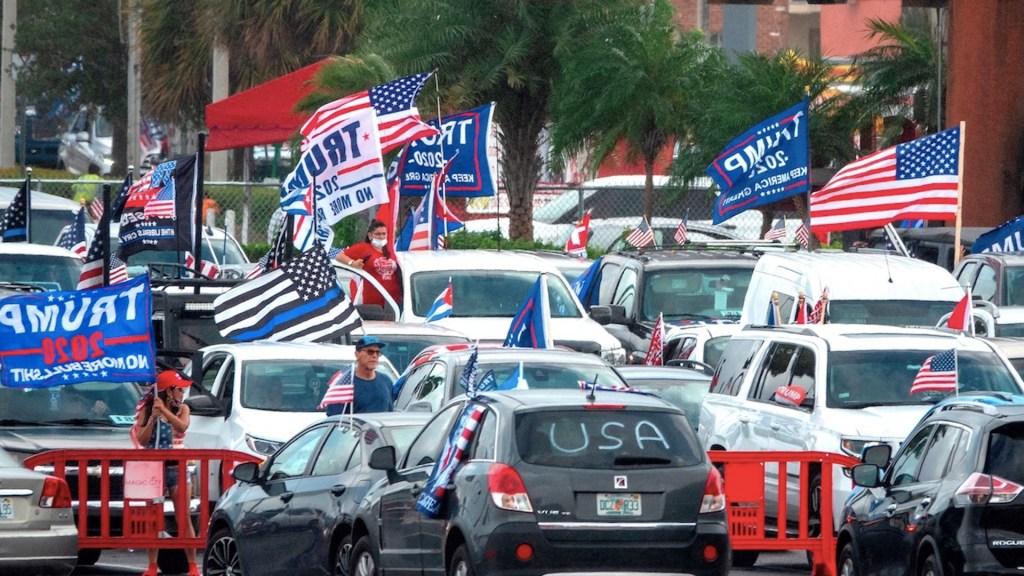 #Video Simpatizantes de Donald Trump realizan, en Miami, caravana para apoyar al mandatario - Foto de EFE