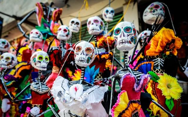Catrinas y piñatas se fusionan para mantener la tradición pese a la pandemia - Foto de EFE