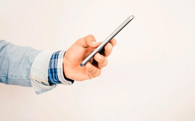 Coronavirus sobrevive en pantallas de celulares o en billetes hasta 28 días, señala estudio - Foto Unsplash/@angiereyes22
