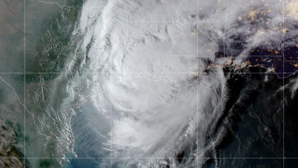 'Delta' se adentra más en territorio estadounidense; sus vientos golpean la costa suroeste de Luisiana