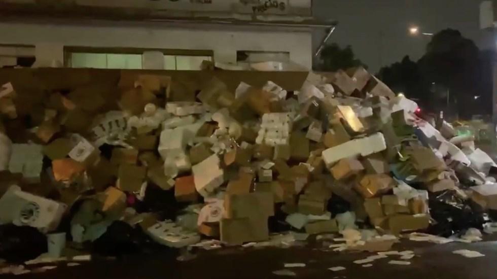 #Video Desalojan dulcerías en La Merced; dejan montañas de dulces y materias primas en banquetas - Captura de pantalla