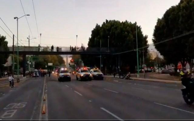 #Video Se restablece circulación sobre Eje Central. Los manifestantes que bloqueaban la vía por conmemoración del 2 de octubre se retiraron - Foto Twitter @OVIALCDMX