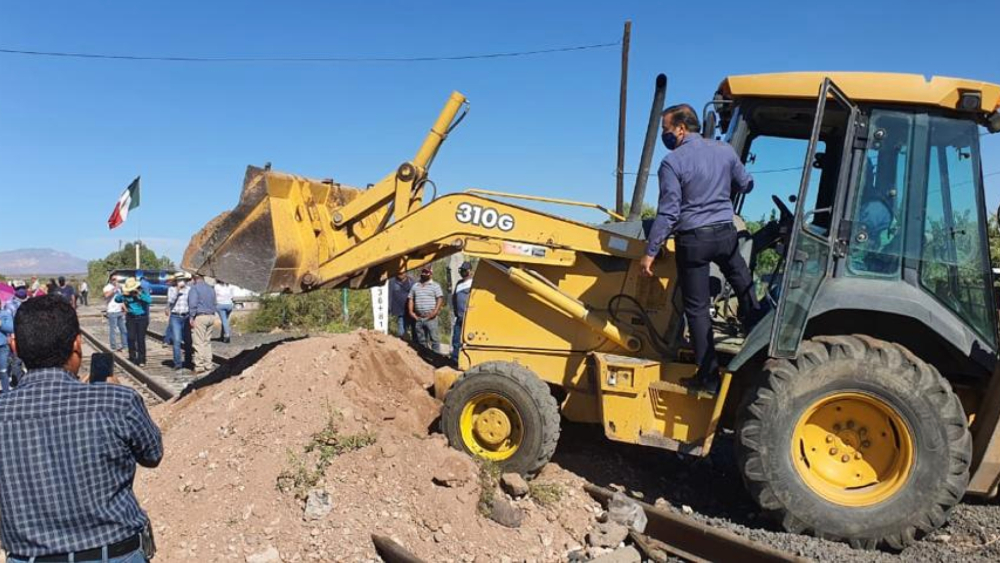 Campesinos desbloquean tren en Chihuahua tras acuerdo de agua con EE.UU. - Foto de @pancongresochih