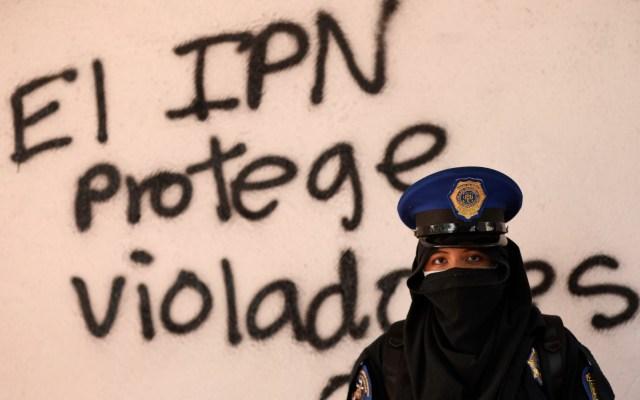 Feministas toman plantel del Instituto Politécnico Nacional - Foto de EFE