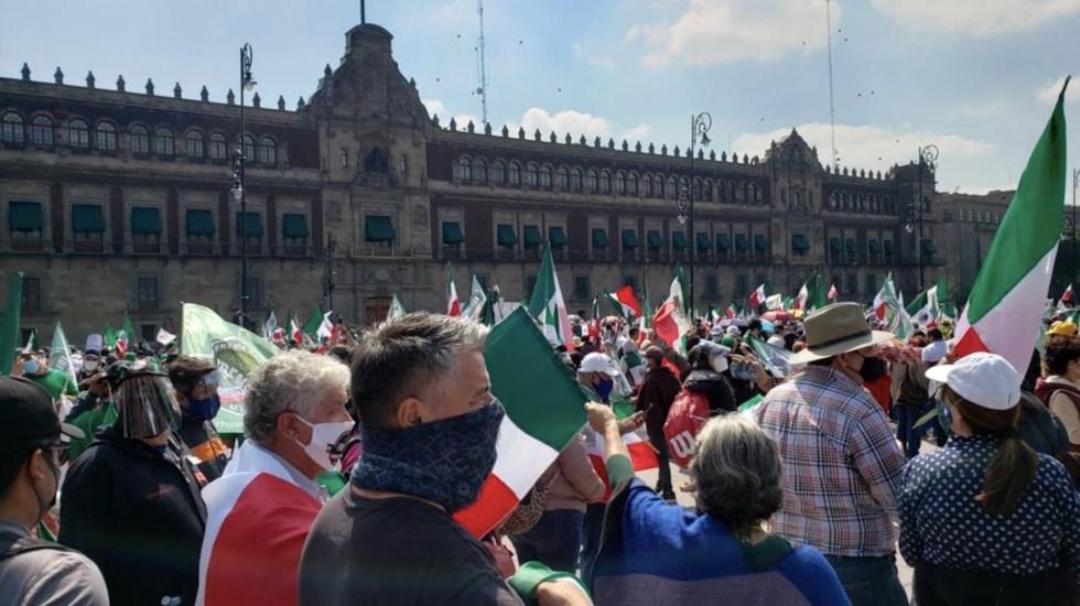 AMLO pide desalojo del Zócalo un día al mes para que otros movimientos puedan manifestarse en el Zócalo - Foto de @HectorJMoralesG