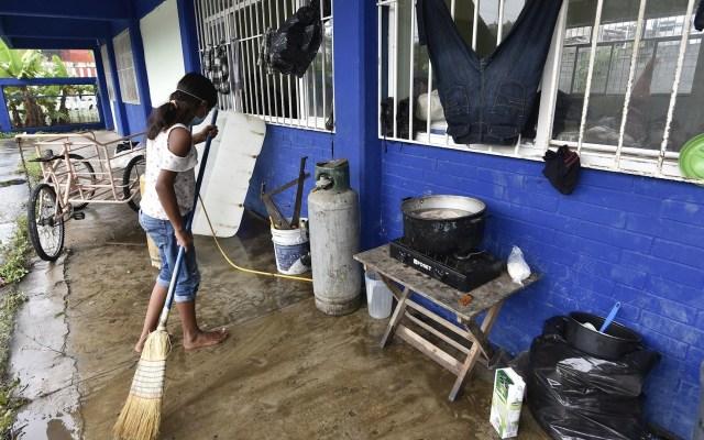 Un muerto y casi 600 mil afectados por lluvias y desfogue de presa en Tabasco - Foto de EFE.
