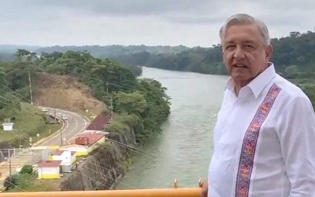 #Video Inaugura AMLO nuevo modelo de presas hidroeléctricas; evitará inundaciones en Tabasco - López Obrador en presa Peñitas. Captura de pantalla