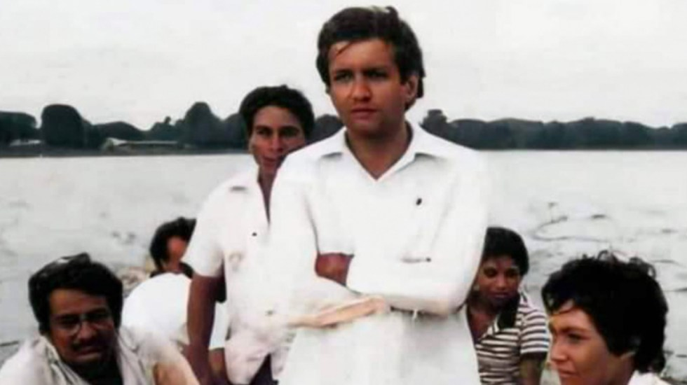 Regalan a López Obrador fotografía de su juventud en gira por el sureste - López Obrador Tabasco 1979