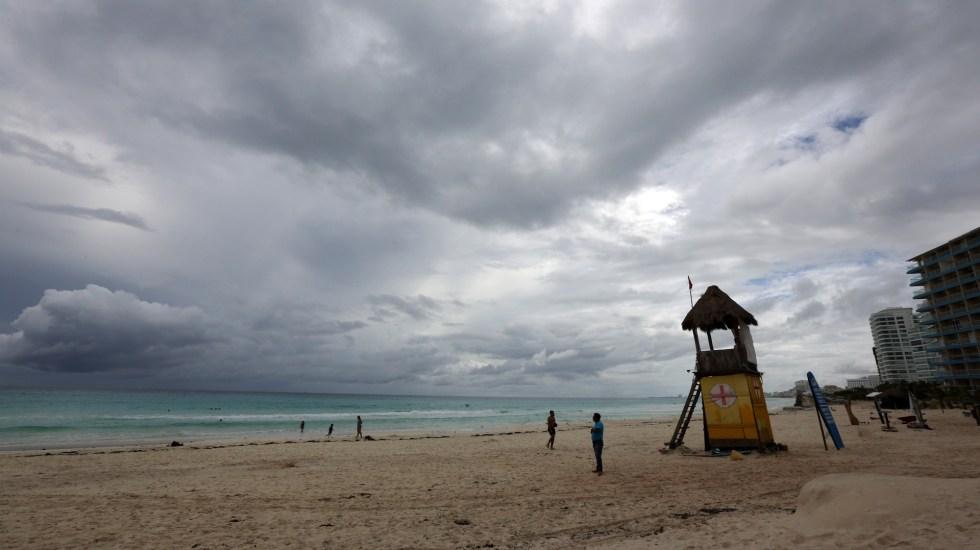 """México vivió en 2020 la temporada de ciclones """"más activa de la historia"""" - Mal clima en Quintana Roo ante huracán Delta. Foto de EFE"""
