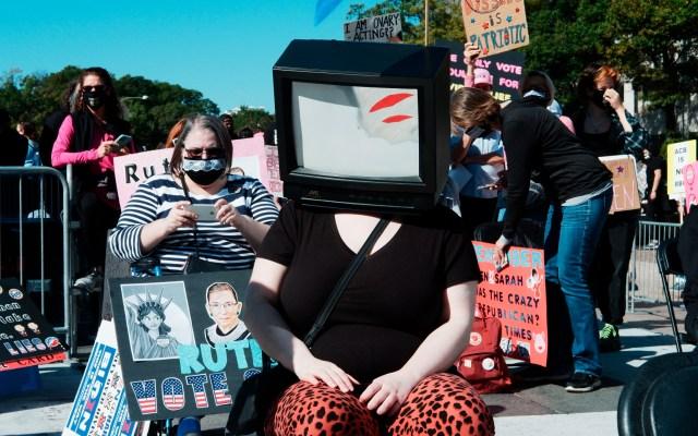 Miles de mujeres protestan en EE.UU. contra jueza nominada por Trump para Tribunal Supremo - Foto de EFE