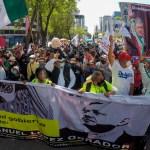 Simpatizantes de AMLO marchan del Ángel al Zócalo sin incidentes