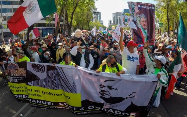 Simpatizantes de AMLO marchan del Ángel al Zócalo sin incidentes - Foto de EFE