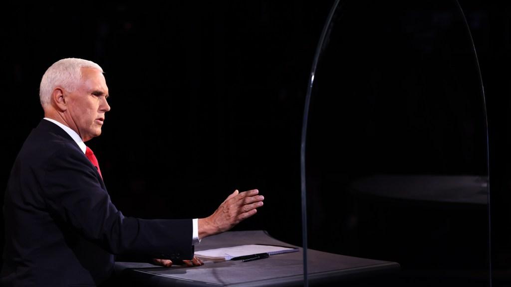 Aplaude Trump a Mike Pence durante debate; acusa a Harris de ser 'máquina de errores' - Mike Pence durante debate contra Kamala Harris. Foto de EFE