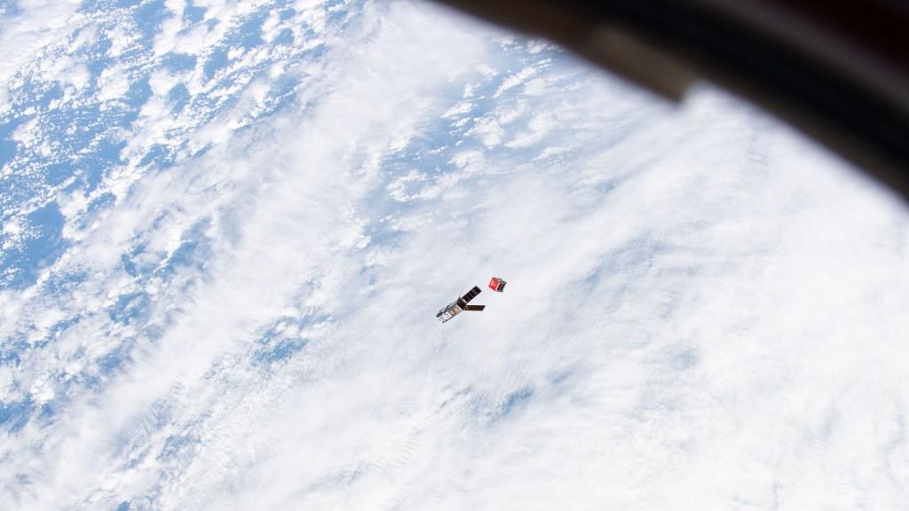 Nanosatélite mexicano AztechSat-1 cumple misión en enlace intersatelital - Nanosatélite AztechSat-1 NASA AEM México