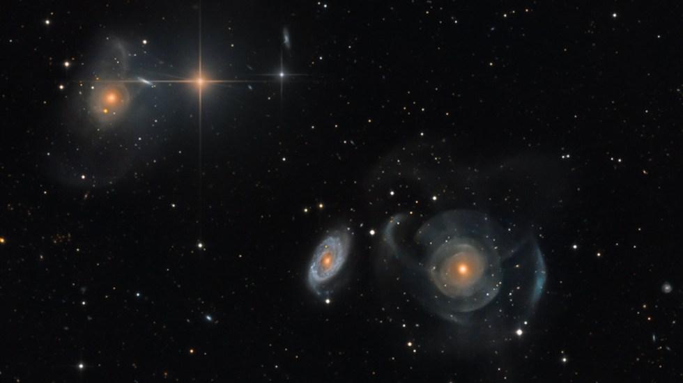 Prevén astrónomos ruptura del Universo; Vía Láctea se fusionará y la Tierra desaparecerá - Conjunto de galaxias Arp 227 dentro de los límites de la constelación de Piscis. Foto de Martin Pugh / NASA