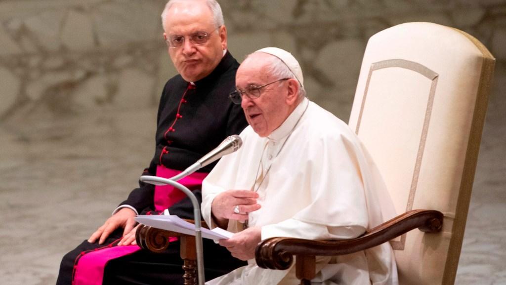Papa Francisco no saluda a los fieles para evitar contagios y les ofrece disculpas - Foto de EFE
