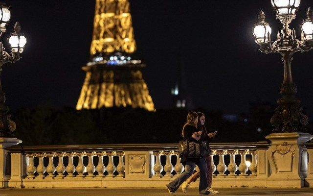 Francia inicia nuevo confinamiento con un llamado a la paciencia - Foto de EFE