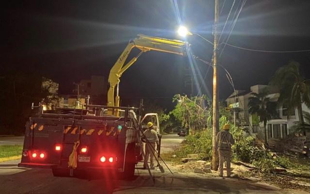 Continúa recuperación en la Península de Yucatán tras paso del huracán Delta; restablecen electricidad a usuarios afectados - Foto de CFE