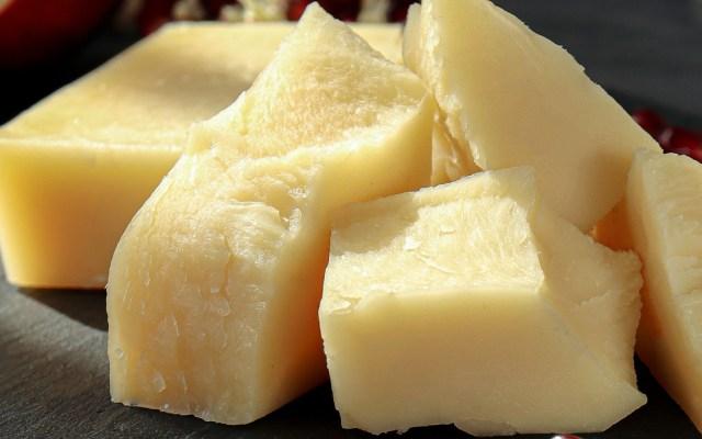 Problemas de empresas con lácteos pueden resolverse en 15 días, asegura Profeco - Pedazos de queso. Foto de Aliona Gumeniuk / Unsplash