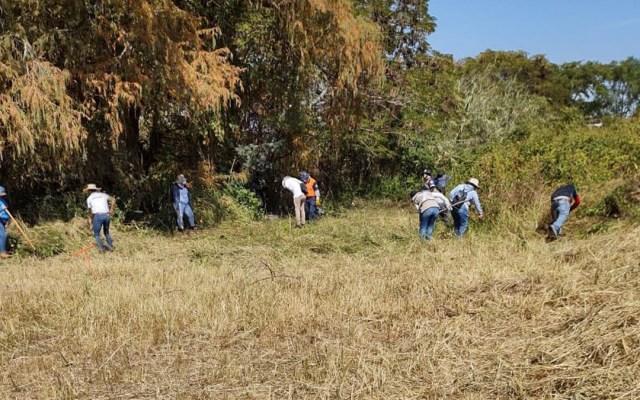 Encuentran 33 fosas clandestinas en Guanajuato tras detención de tres hombres - Personal de la Comisión Nacional de Búsqueda de Personas recorre Salvatierra, Guanajuato, en busca de fosas clandestinas. Foto de EFE